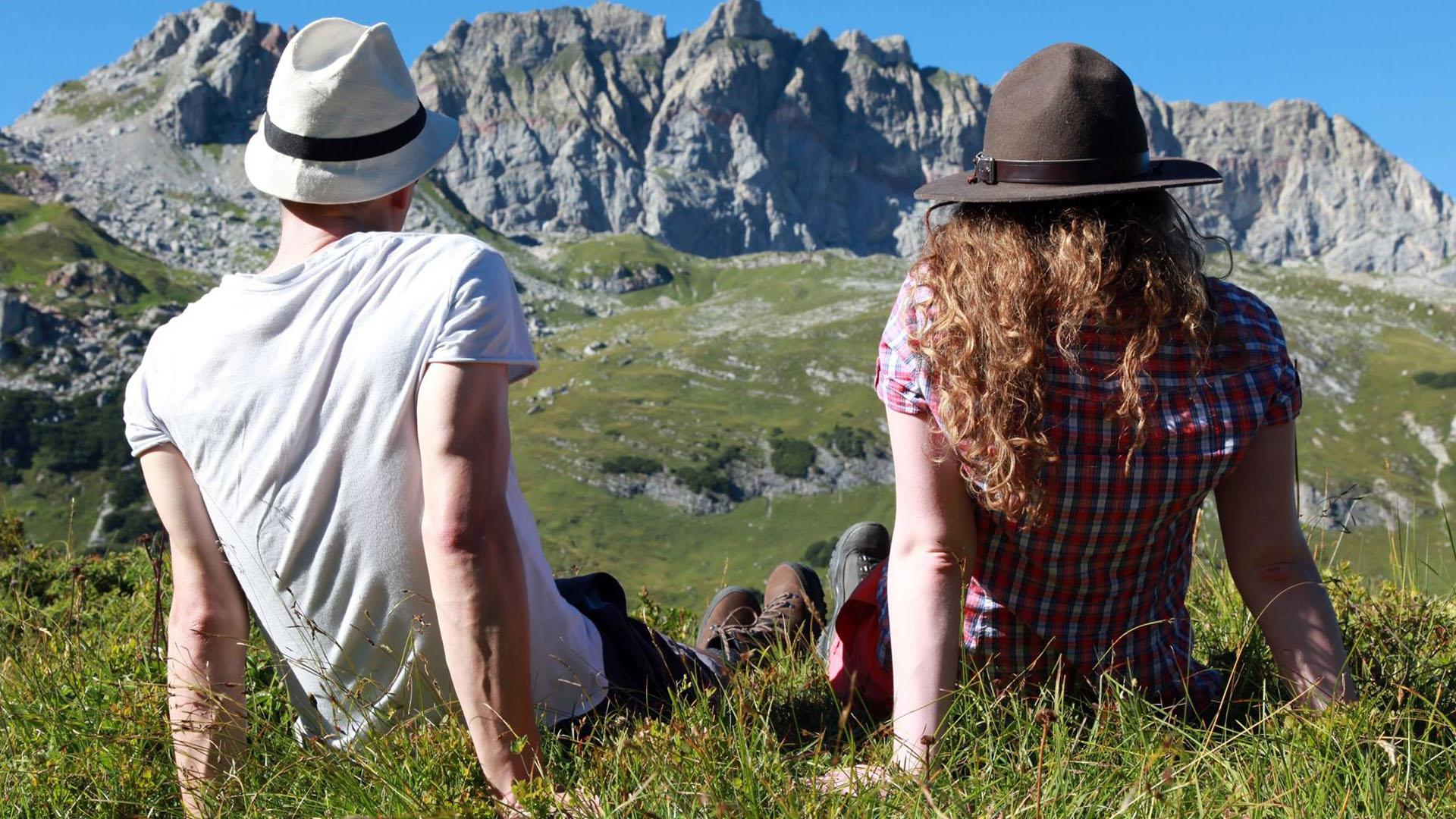 Singles enjoy nature